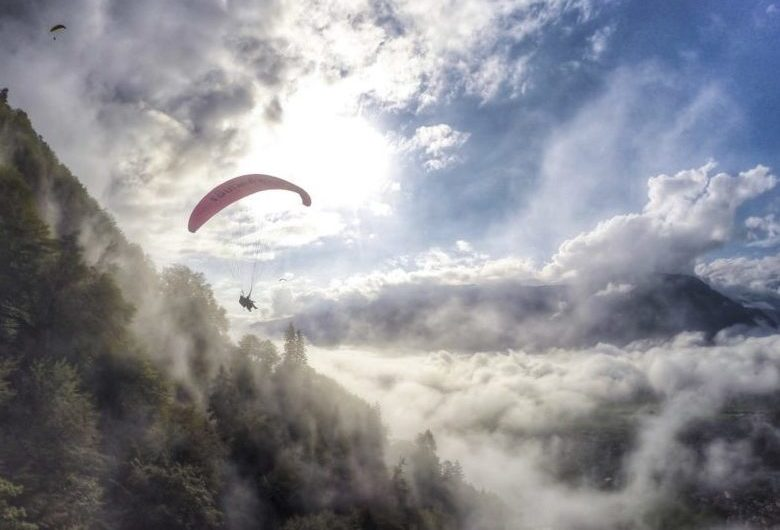 Paragliding in Himcahl Pradesh